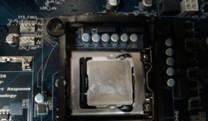 много термопасты на процессоре